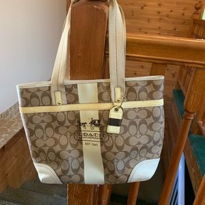 Pre- owned Coach Handbag Signature 11350